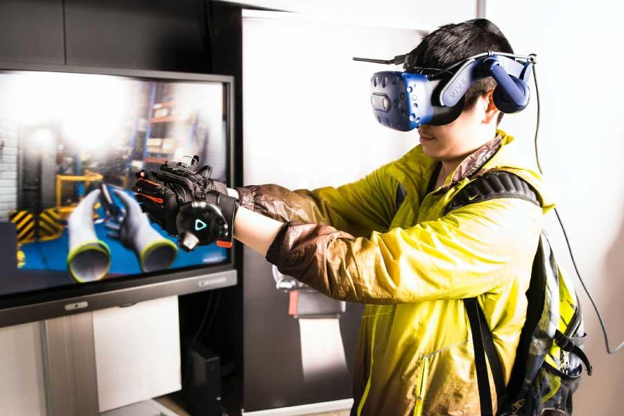 Imagen-de-usuario-utilizando-un-dispositivo-de-realidad-virtual-similar-al-metaverso-Fuente-Unsplash
